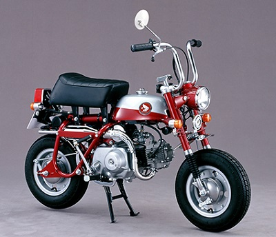 ↑「Z50M」の登場から3年、1970年代に入って登場した2代目の「モンキーZ50Z」。初代に比べて、よりスポーティーな印象のデザインが採用されている