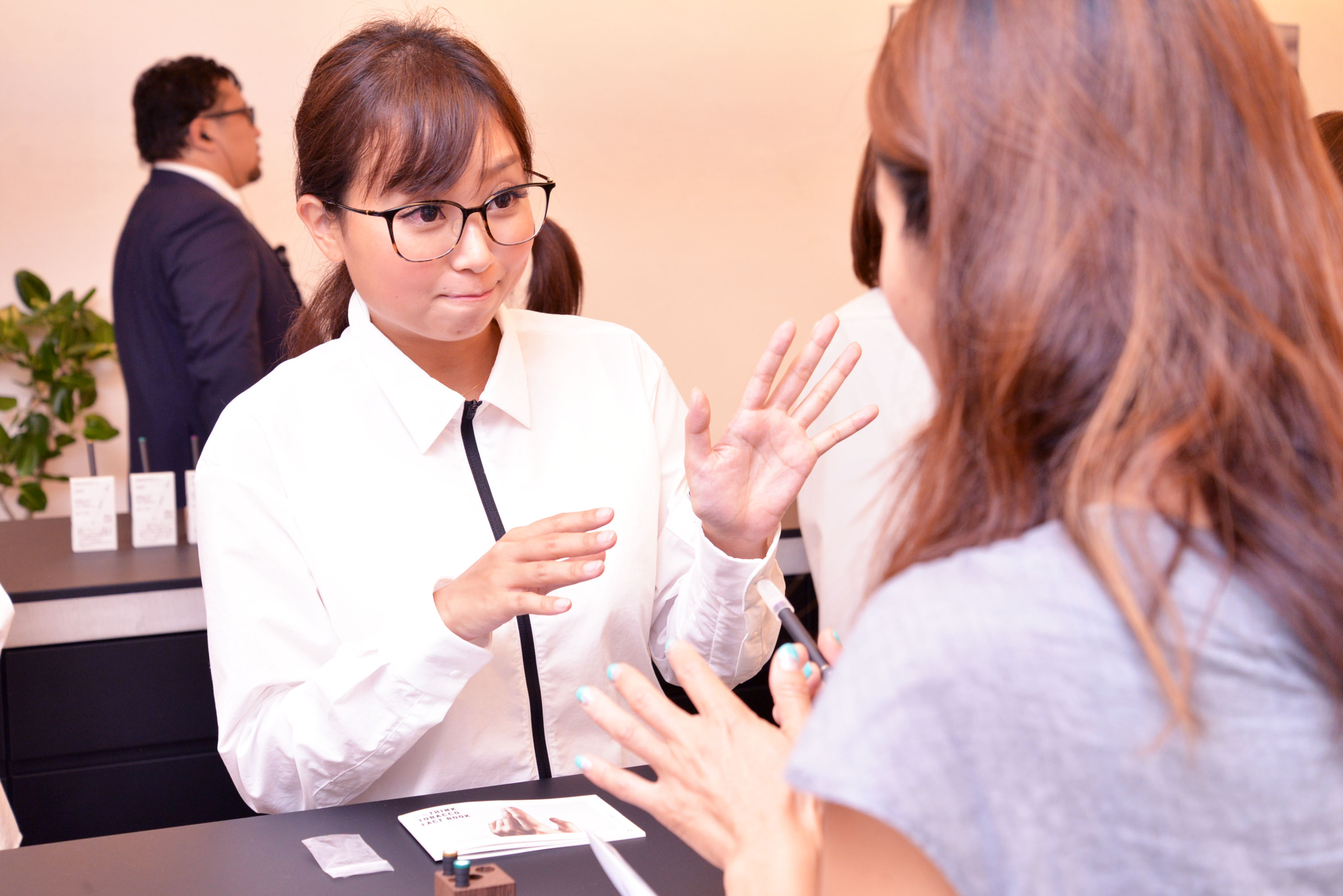 ↑スタッフが丁寧に説明してくれます。ちなみにユニフォームは、日本のアパレルブランド「Minotor」(ミノトール)とのコラボレーション