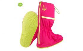 急な雨でも靴が汚れない! 海外で大人気の「携帯レイングッズ」があれば雨の日にイライラしなくなりそう