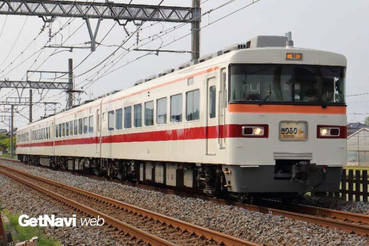 ↑元急行用電車に造られた350型。同型の300型は2017年の4月20日で姿を消している