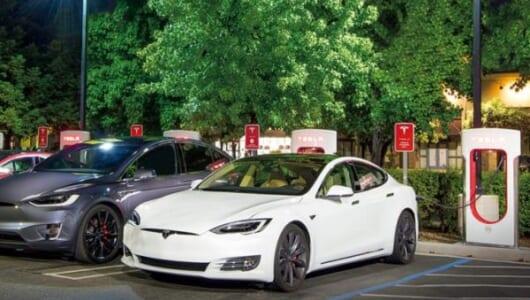 電気自動車普及のブレークスルーとなるか? テスラが充電ネットワーク倍増計画を発表