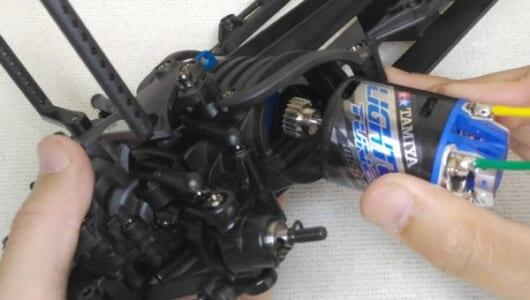 タミヤの最新RCカー「M-07 CONCEPT シャーシキット」を組み立ててみた【フロントサスペンション~モーター】