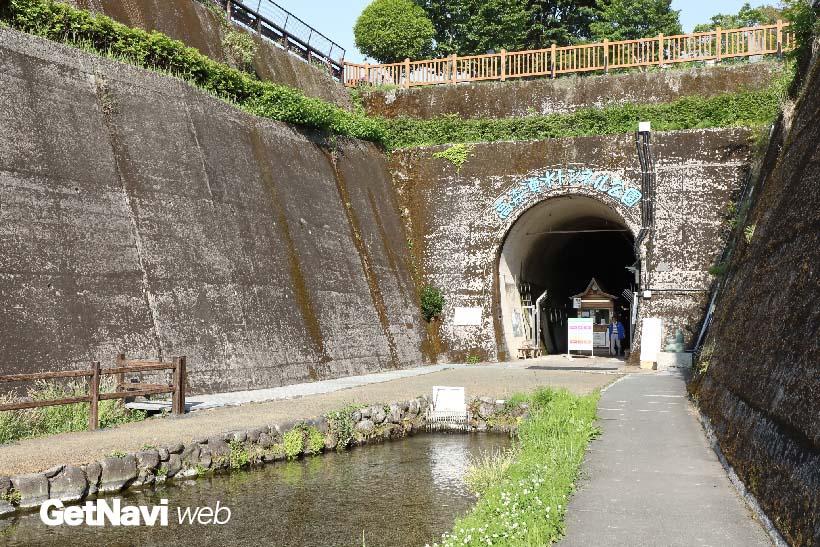 ↑高森駅から徒歩10分の「高森湧水トンネル公園(入場料300円)」。国鉄時代に高森線と宮崎県を走る高千穂線を結ぶために掘られたトンネルを公園化した。内部は真夏でも17度でひんやりしており、高森駅を訪れた際にはぜひ訪れたい