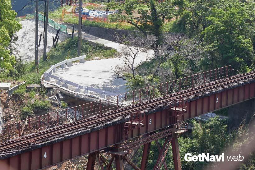 ↑(震災後)橋桁にヒビが入るなど、修復が必要になった立野橋梁。現在は周辺道路の補修などが進められている