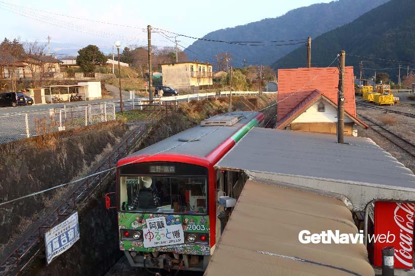 ↑(震災前)JR立野駅の東側に南阿蘇鉄道専用のホームがあり、ここから折り返し高森駅行きが発車した