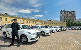 プラグインハイブリッド車が平和を守る! 三菱アウトランダーがウクライナのパトカーに採用