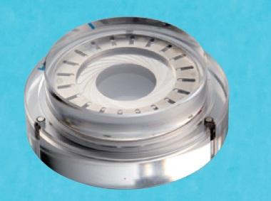 ↑ケース構造の模型。独創的な耐磁方法は、開発当時の最高技術責任者がアンティークカメラ店にあったライカを見て考案したもの。ミューメタルを腕時計に組み込むサイズに落とし込むのは至難の業だったそう