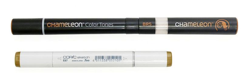 ↑カメレオンペン(上)とコピックスケッチ(下)の長さを比較