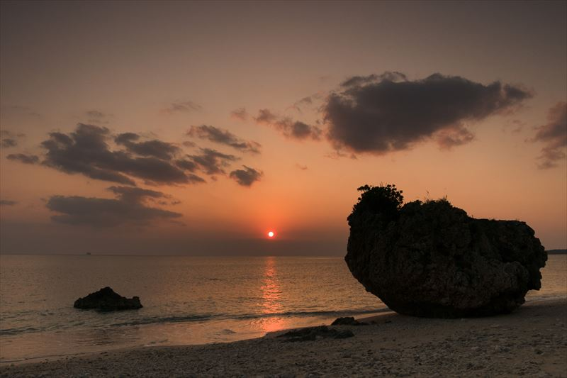 ↑ホワイトバランス「太陽光」で撮影。夕空の色味をしっかりと再現でき、肉眼に近い印象に仕上がっている