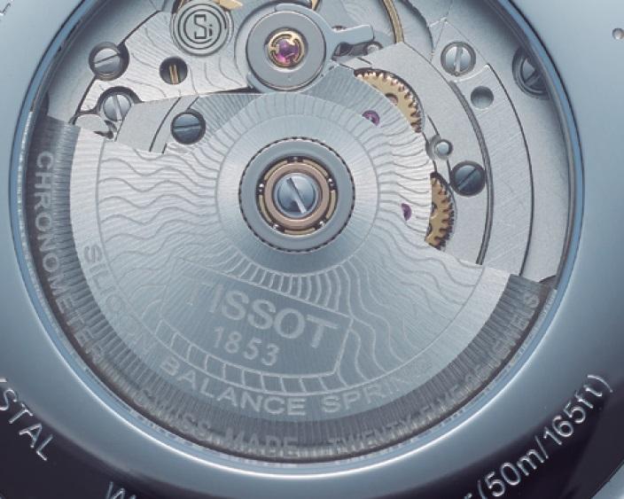 ↑シースルーバックから鑑賞できるCal.パワーマティック80には、耐磁性に優れるシリコン製ヒゲゼンマイを採用。パワーリザーブは週末に外しても安心の最大80時間を誇る