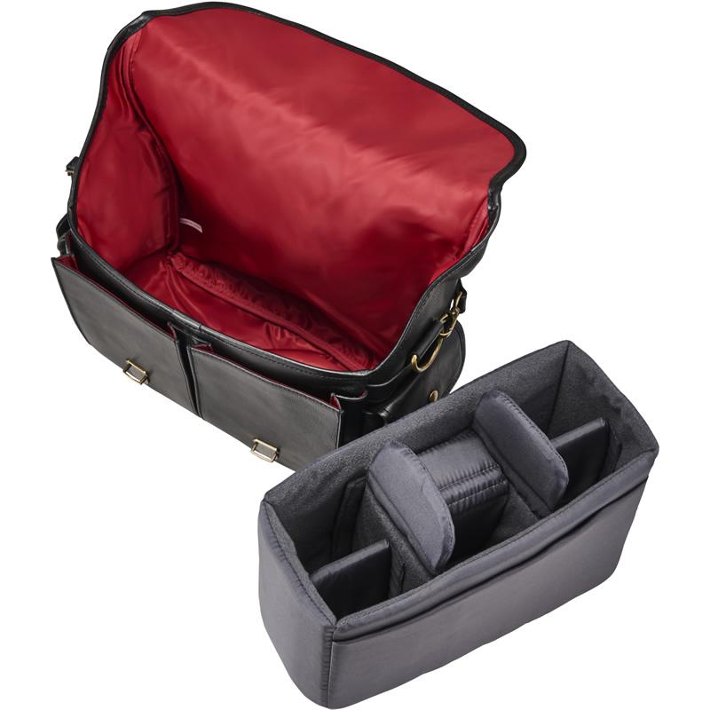 取り外し可能なインナーボックスは、中仕切り5枚を装備。