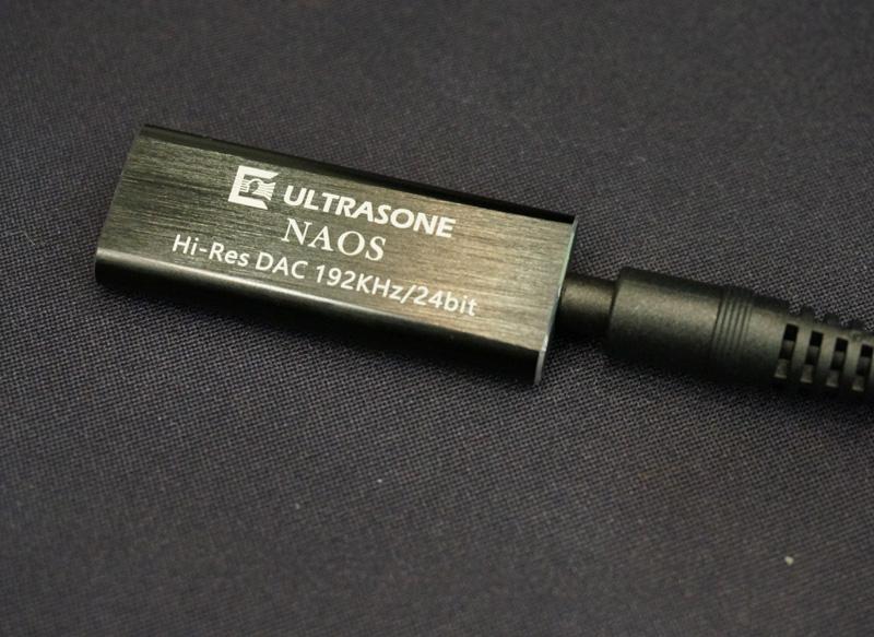 ↑ULTRASONEのポケットサイズのUSB-DAC内蔵ヘッドホンアンプ「NAOS」