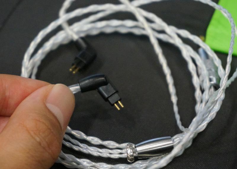 ↑2ピンタイプのリケーブル端子を採用