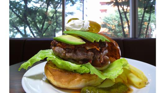 """偽りのないハンバーガーが味わえる店ーー新宿三丁目の""""肉""""のオアシス「CaSTLe ROCK」"""