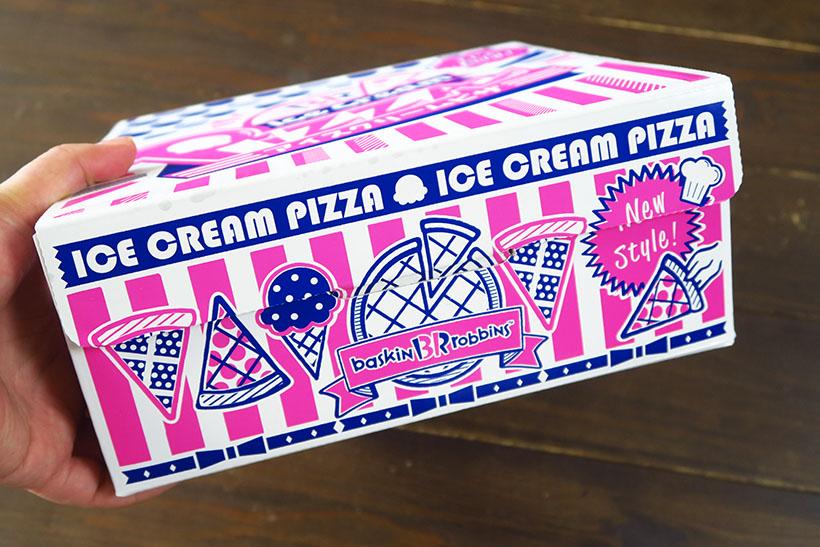 ↑やや箱に厚みがあるのが、一般的なピザとは違うところ。箱にイラストを使うのはサーティーワン初の試みなのだとか