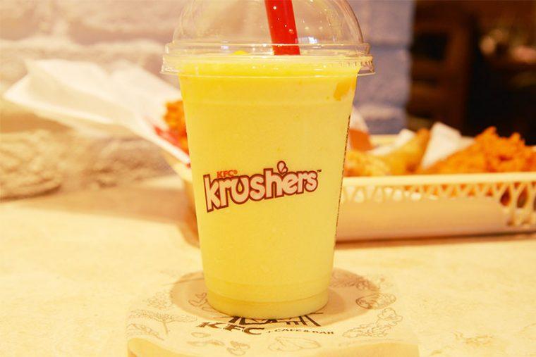 ↑「クラッシャーズ」はケンタッキーオリジナルの新感覚ドリンク系スイーツ。ほかにも「クッキー&クリーム」など3種類が販売中
