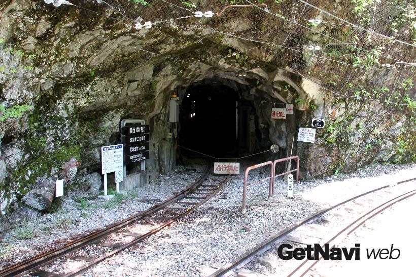 ↑途中の黒薙駅の構内からちょっと気になる引込線がトンネルの先へ延びている