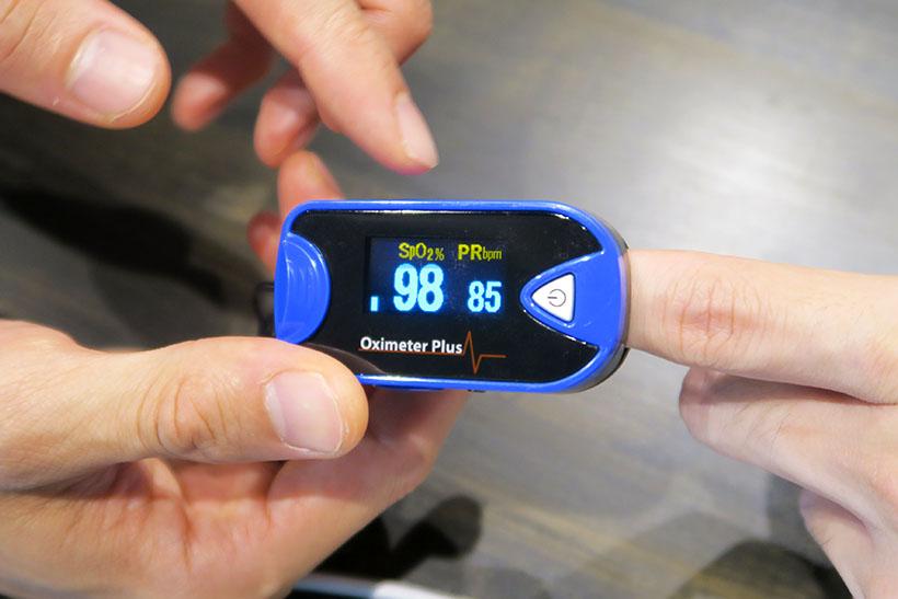 ↑運動前に98だった血中酸素濃度は、10分軽くウォーキングしただけで95まで低下。この数値の下がり方でトレーニング効率を判断しているようです。徐々にペースを上げて40分間走れば数値はもっと下がるとのこと