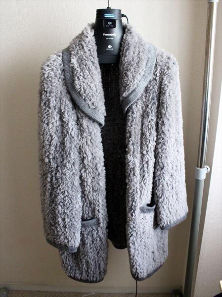 ↑実際に着るかどうかは別として、「高そうだから」という理由だけでもらってしまったジャケット。タンス臭がだいぶ減ったので、この冬着てみようかな