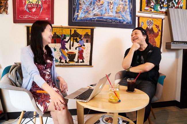 インタビューに和やかに対応してくれた橋本みつお監督。なかなか聞けない製作秘話も。聞き手は少女漫画マイスターの和久井香菜子さん