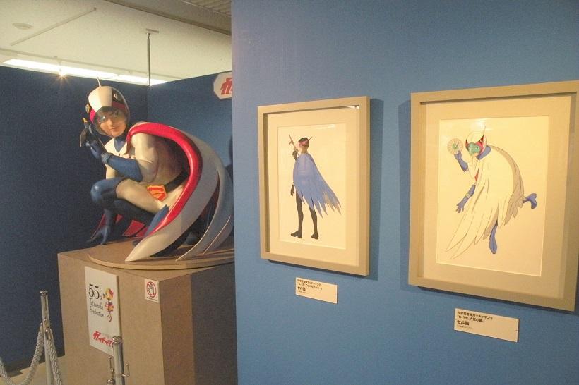 ↑「科学忍者隊ガッチャマンⅡ」のセル画とともに等身大フィギュアも展示