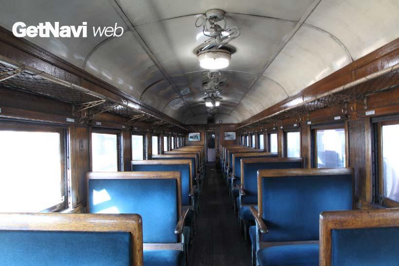 ↑SL列車に使われる旧型客車。昭和期から長く国鉄路線を走ったレトロな内装だ