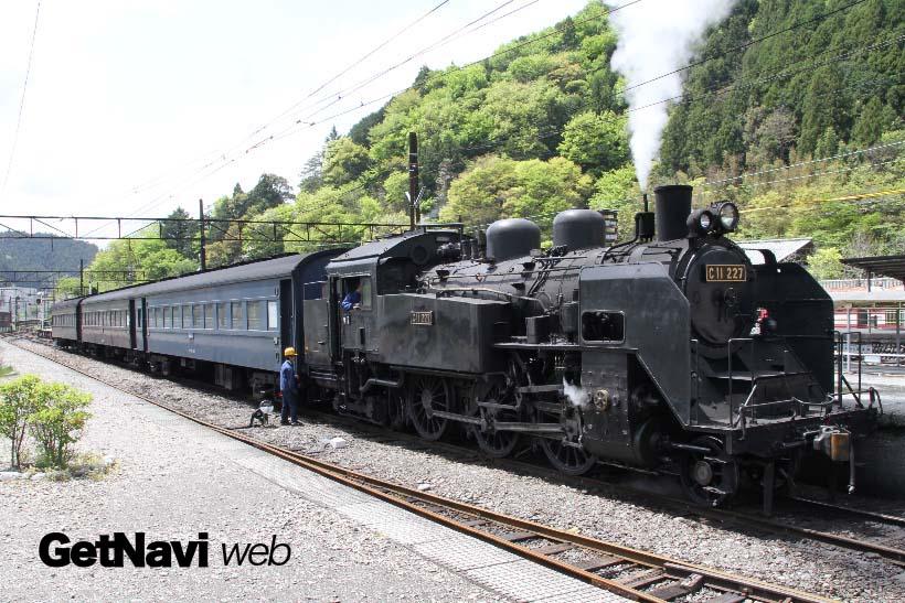 ↑千頭駅に到着したSLかわね路号。ジェームス号とトーマス号は両列車とも11時台に到着する