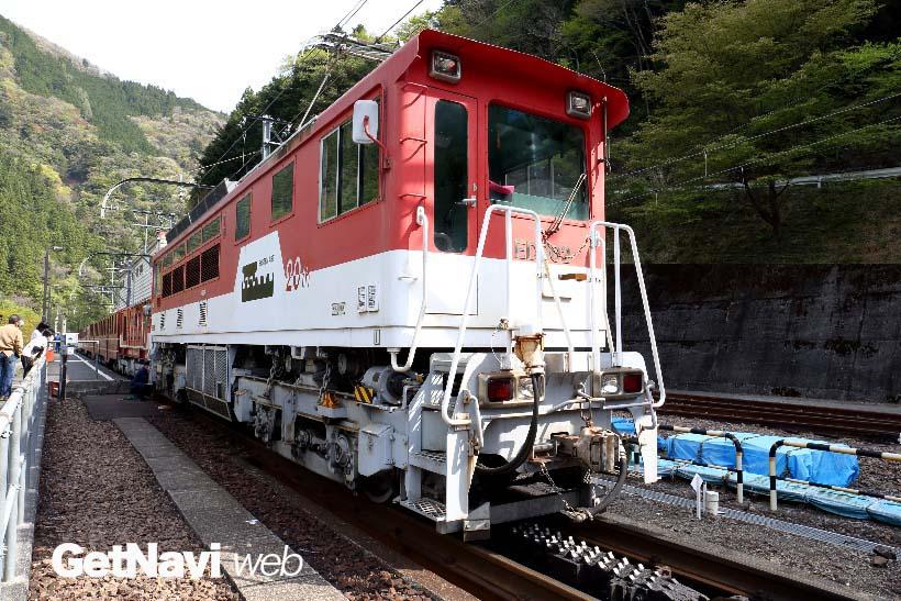 ↑アプトいちしろ駅〜長島ダム間はアプト式電気機関車を連結して走る
