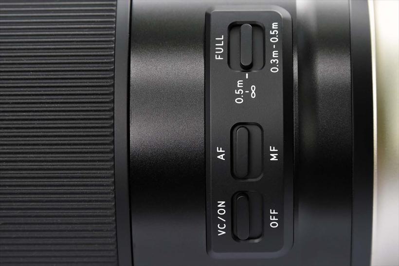 ↑各操作スイッチのデザインは、前出の10~24mmなどと同様。フォーカスリミッターも搭載し、マクロ時に素早くピントが合う