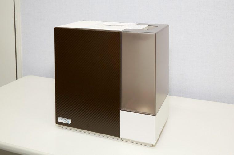↑RXシリーズは適用床面積の異なる4モデルが新登場。写真は木造和室12畳/プレハブ洋室19畳対応のHD-RX717。ちなみにダイニチ工業が加湿器市場に参入したのは2003年。現在は国内トップクラスのシェアを獲得しています