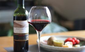 【カルディまとめ】1000円ちょっとで最高のワイン晩酌を! 絶対に買うべき赤・白ワインとおつまみランキング