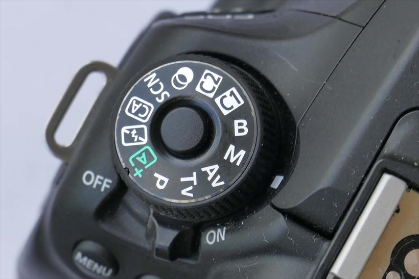 ↑絞りを開けて背景を大きくぼかしたい場合は、マニュアル露出で絞りを開ける。1/30秒や1/60秒で露出がオーバーになる場合は、NDフィルターを装着して調整。マニュアル露出は画面の明るさを安定させたいときも有効だ。ただしそうした場合は、ISO感度も固定する