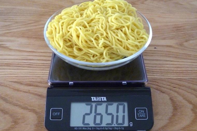 ↑麺の量はなんと265g。3社で一番多いのが魅力です