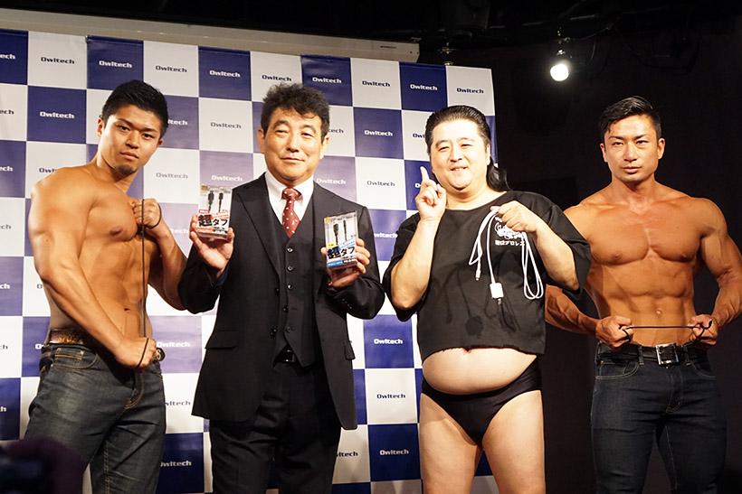 ↑左から大和 遼さん、東海林春男社長、長州小力さん、野澤尚一郎さん