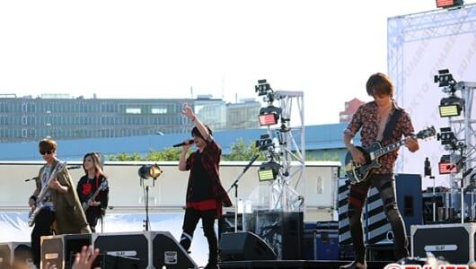 「20万人ライブを思い出す」GLAY、都内初のフリーライブに1万人集結!