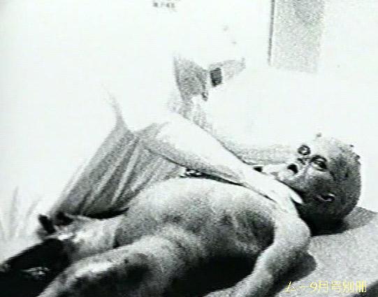 異星人の解剖フィルム。映像自体はフェイクである。
