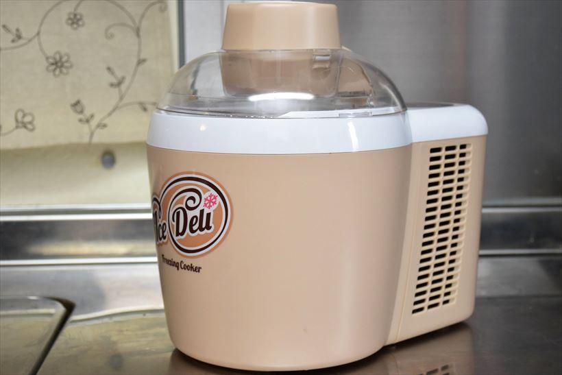 ↑ハイアールが2017年5月に発売したアイスクリームメーカー「アイスデリ プラス」(実売価格1万5820円)
