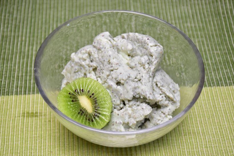 ↑こちらはヨーグルトに市販の粉を混ぜたヨーグルトスムージーを冷やしたもの