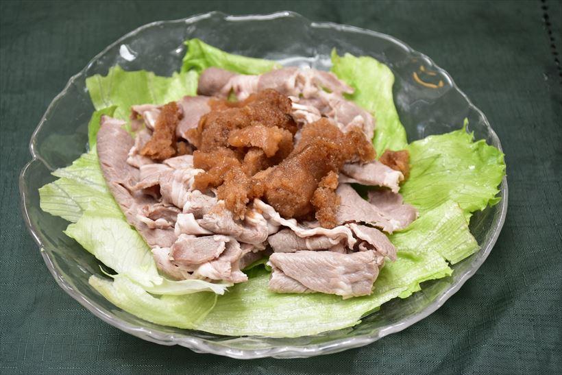 ↑ポン酢シャーベットを載せたイベリコ豚ロースの冷しゃぶサラダ。少し室温で戻すか、「04:フローズン」で作った方が口当たりがよかったかもしれない