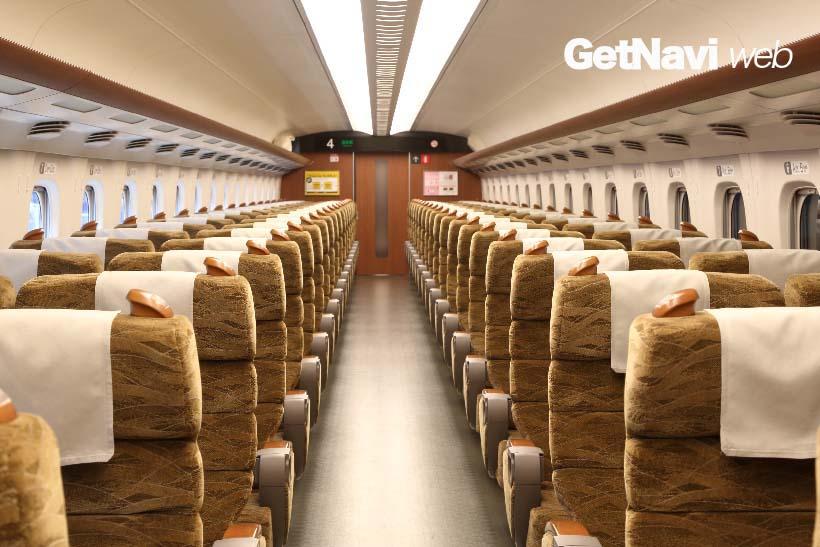 ↑山陽・九州新幹線を走るN700系「みずほ」「さくら」の指定席。東海道・山陽新幹線を走るN700系に比べて席幅が広く、これならば指定席特急料金を出してもお得な印象だ