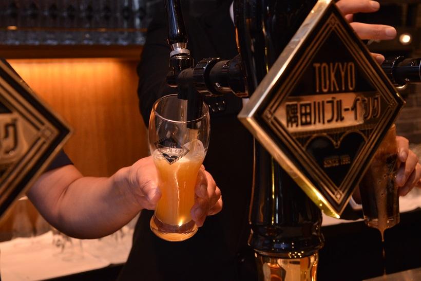 ↑タップから注がれるビール。できたて・入れたての生を味わえます