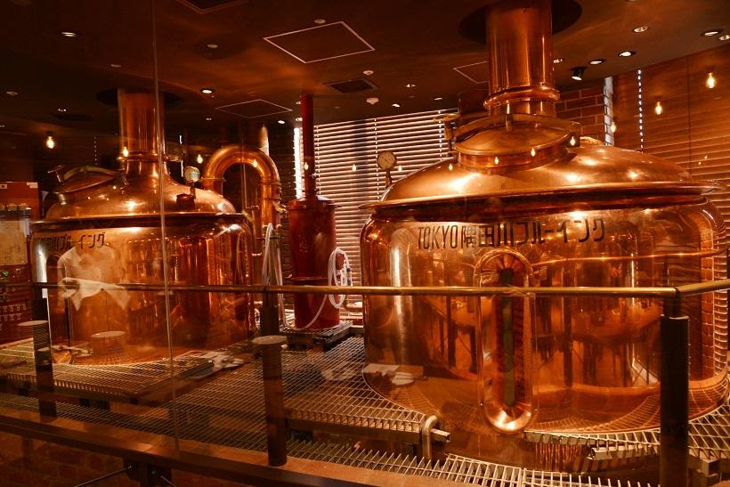 ↑店内には歴史を感じさせる窯があったりと、ビールがよりおいしく感じられる設えも