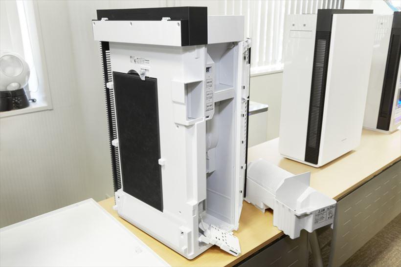 ↑製品の内部構造も詳しく解説された。ちなみに円筒形の除菌フィルター(写真右下)には、吸水性の極めて高いフュージョン素材を採用