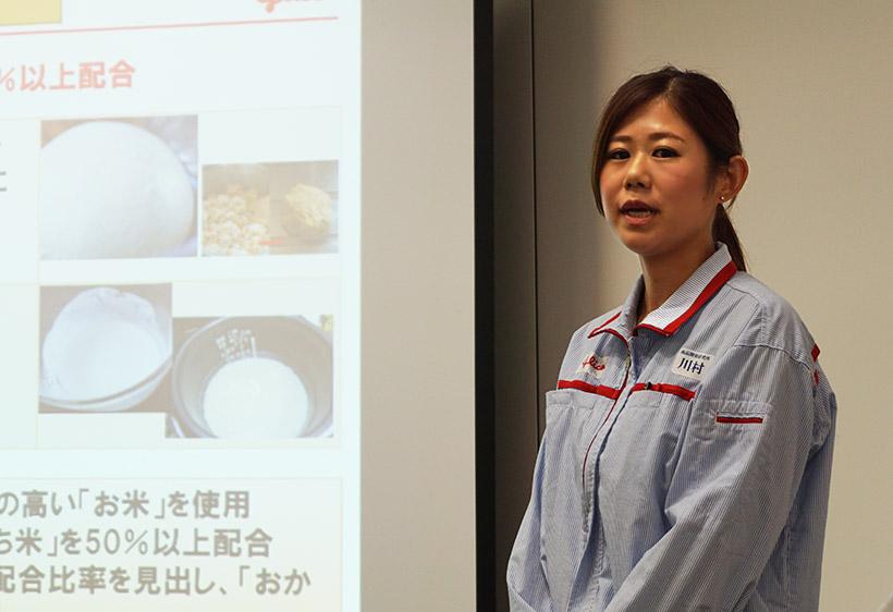 ↑開発秘話を語る商品開発研究所ビスケットグループの川村仁美さん