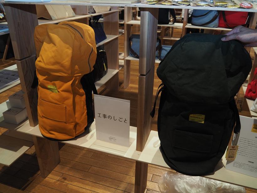 ↑電線運搬バッグをリデザインした「WAIREMAN」は登山や自転車用に使える