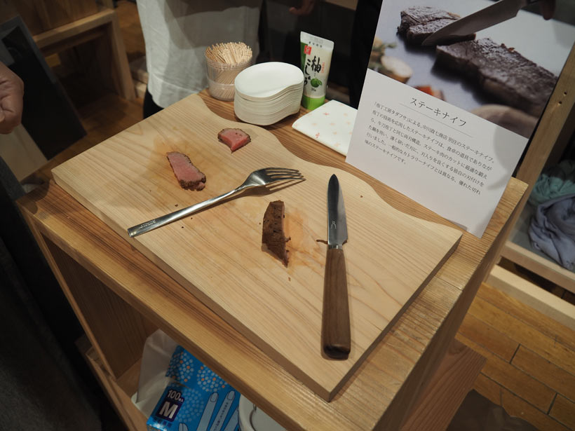 ↑切れ味抜群なタダフサのステーキナイフを持てば、自宅でステーキが焼きたくなる
