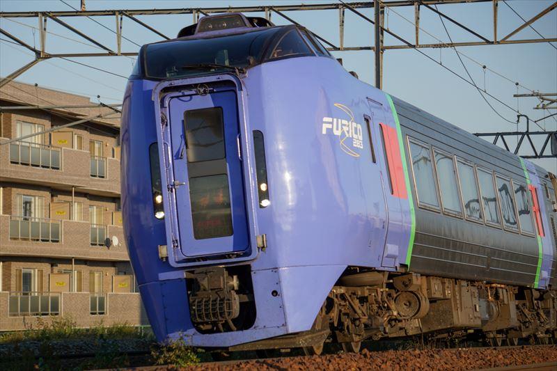↑1/500秒の高速シャッターによって、動く電車をシャープに写し止めることができた