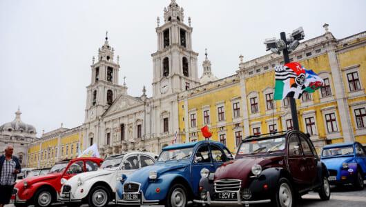 """各国からおよそ2000台が集結! 2CVの世界的""""オフ会""""がポルトガルで開催"""