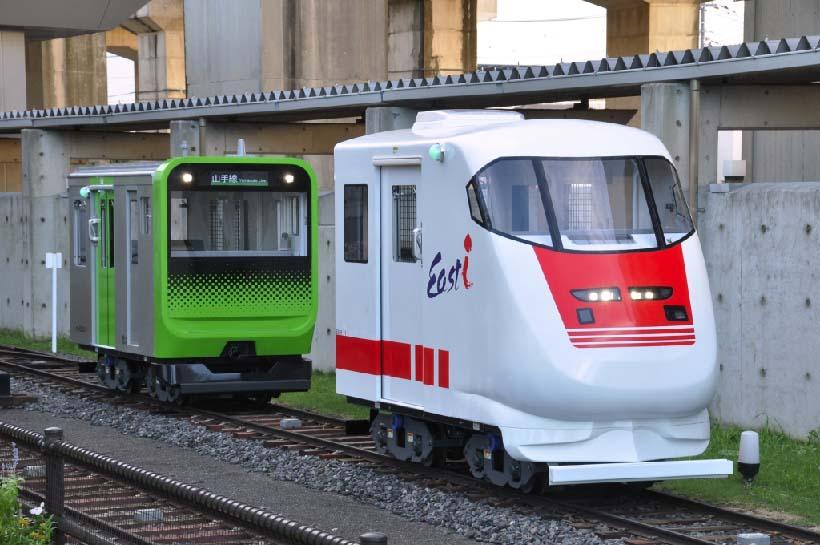↑屋外に設けられたミニ運転列車(1両200円)。最新の山手線E235系やEast iなど10両の車両を用意。300mのコースを約6分で1周する