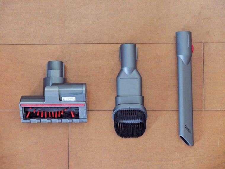 ↑写真左からミニモーターヘッド、コンビネーションノズル、隙間ノズル。ミニモーターヘッドは車内の掃除やカーペット、ふとんの掃除などに使えます。必要にして十分なラインナップです